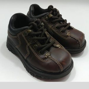Boys TKS leather tie up shoes Size 5 Toddler EUC
